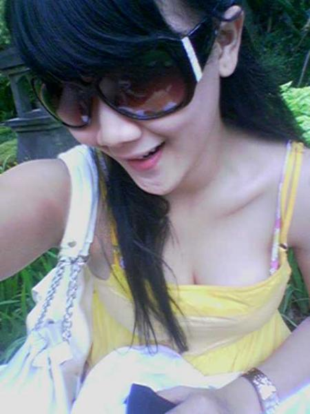 http://geuscinta.files.wordpress.com/2010/03/cewek_facebook_cantik_seksi-720617.jpg